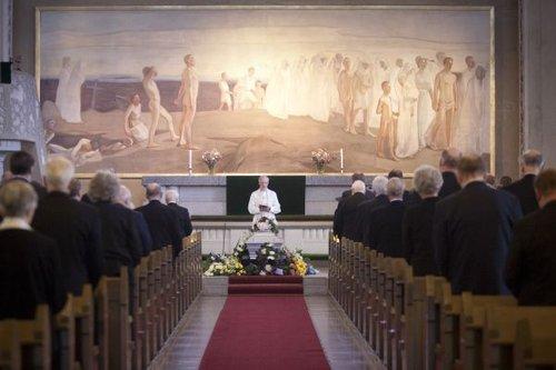 Kuka järjestää hautajaiset jos ei ole omaisia